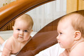 Small baby, looking to a mirror — Stock Photo