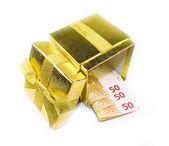 Argent euro dans une boîte cadeau or — Photo