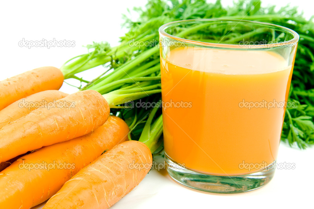 Fresh and ripe bunch of orange carrots with juice glass isolated on white background — Stock Photo #1725672