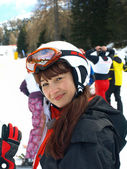 Flickan i en berg-skidåkning — Stockfoto