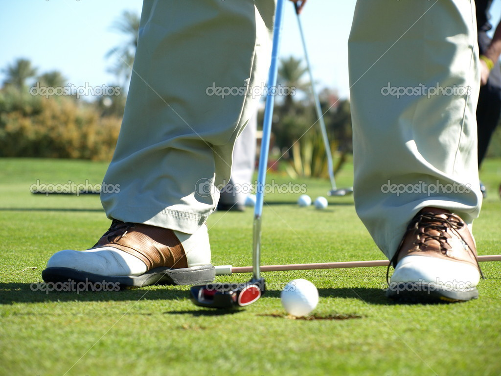 Golf club: golfer concentrating on the 18th hole — Stock Photo #2055924