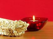 Perls i świeca — Zdjęcie stockowe