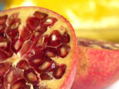 Fruit of the pomegranate tree — Stock Photo