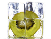 Kiwi and ice cubes — Stock Photo