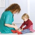 Little girl at female doctor — Stock Photo