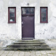 Entry to old, wears out house - Foto Stock