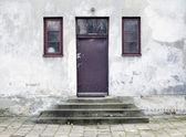 Eski, girişine takıyor evi — Stok fotoğraf