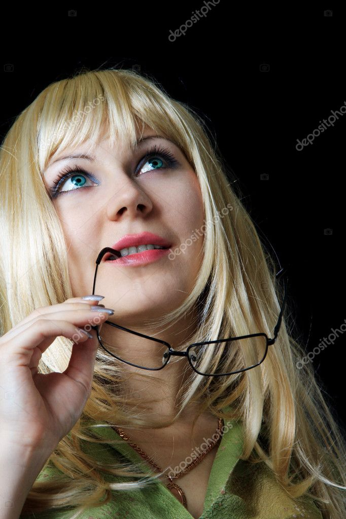 Woman in a wig holds points  Stock Photo #1664420