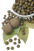 Allspice, nutmeg and bay leaves. — Stock Photo