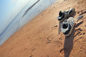 Shoes of beach the traveller — Stock Photo