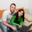 Couple with laptop - 图库照片