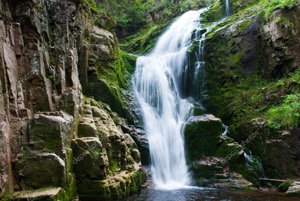 Фотообои Waterfall in mountain
