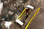 川の海岸に金属製のはしご — ストック写真