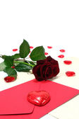 Letter with red roses and red hearts — Stockfoto