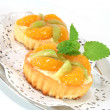 Mandarin tartlet with lemon balm — Stock Photo