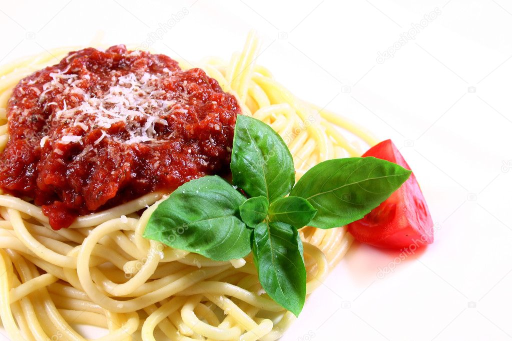 Spaghetti with tomato sauce, Parmesan and basil — Stock Photo #2580531