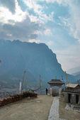 Tibetaanse dorp in de himalaya mountain. — Stockfoto