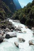 реки marsyangdi, тибет. — Стоковое фото
