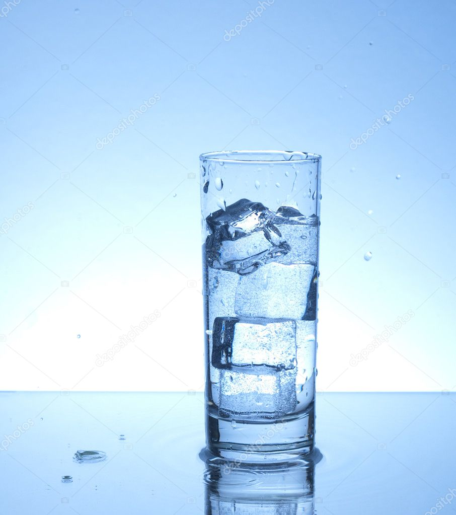 Glass of water with four ice cubes — Stock Photo #2218107