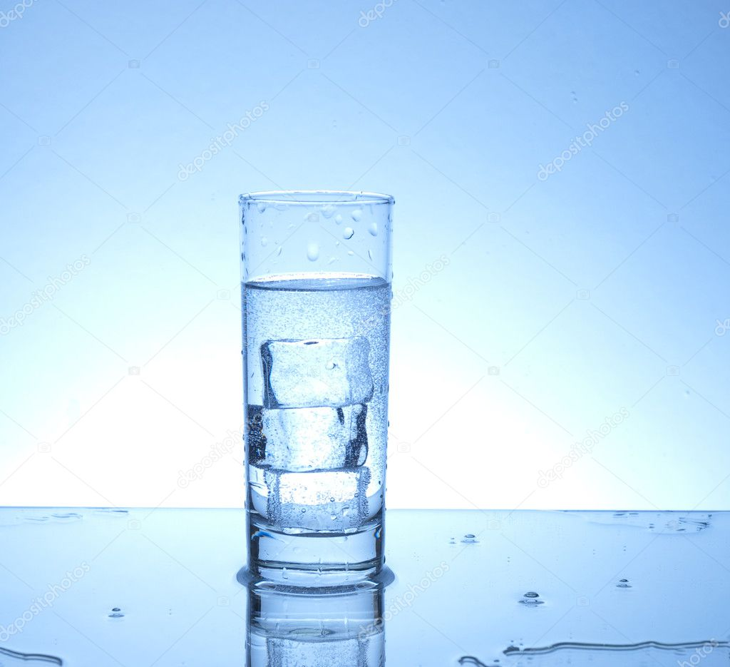 Three ice cubes in a glass of water  — Stock Photo #2218125