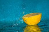 Lemon in water — Stock Photo