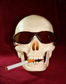 Skull smokes a cigarette — Stock Photo
