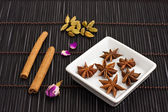 Star anise cinnamon sticks and cardamom — 图库照片
