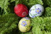 Easter egg on green — Stock Photo