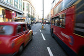 Verkeer op oxford street in Londen — Stockfoto