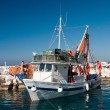 Fishermans prepare boat to sail out — Stock Photo
