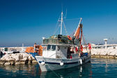 Fishermans prepare boat to sail out — Foto Stock