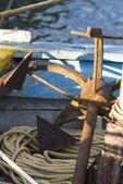 Gamla ankare på båt — Stockfoto