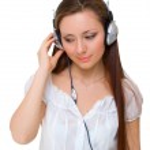 meisje in hoofdtelefoon luistert — Stockfoto