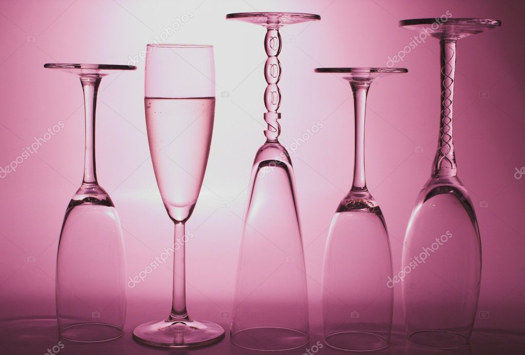 Bubbling champagne in a crystal champagne flute. — Stock Photo #1619523