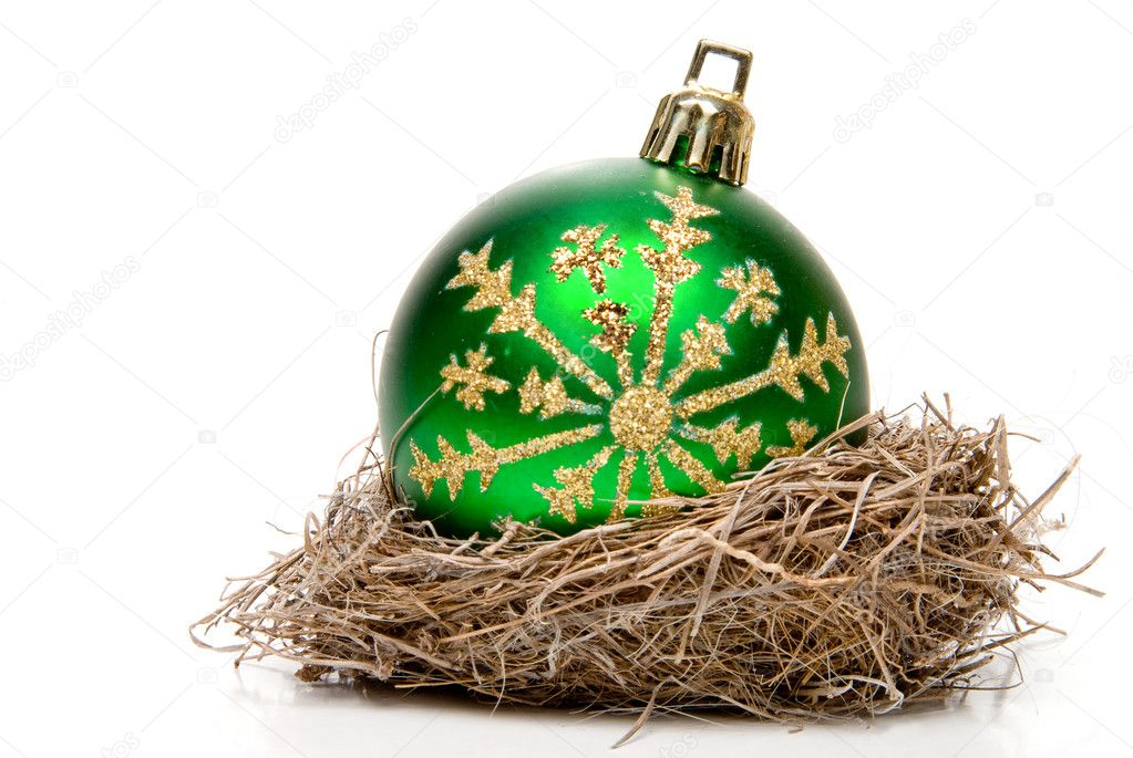 A Christmas ornament in a birds nest. — Foto Stock #2017716