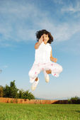 Jumping girl on meadow — Stockfoto