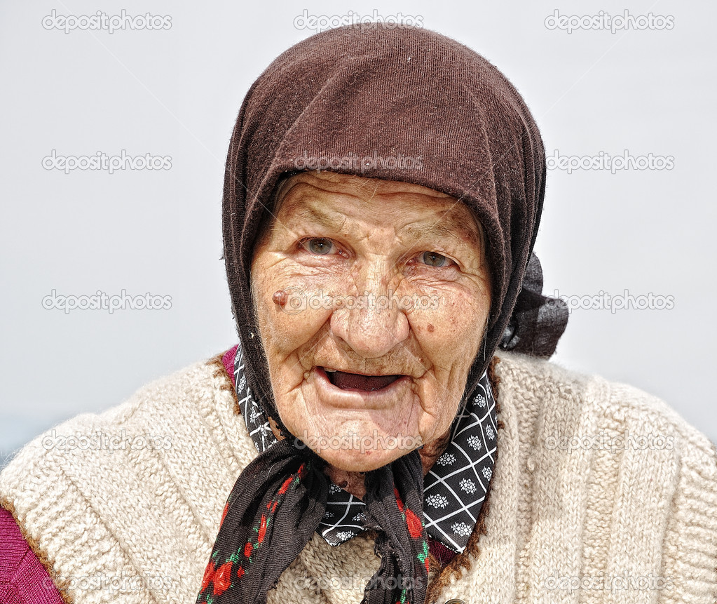 Very old woman with expression on her face — Stock Photo #1833842