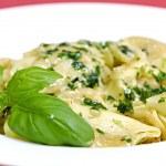 Tortellini with fresh basil — Stock Photo #1630532