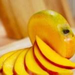 Mango slices — Stock Photo #1632073