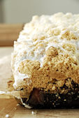Yeast cake with crumble — Stock Photo