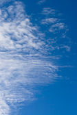 Fleecy clouds against a blue sky — Stock Photo