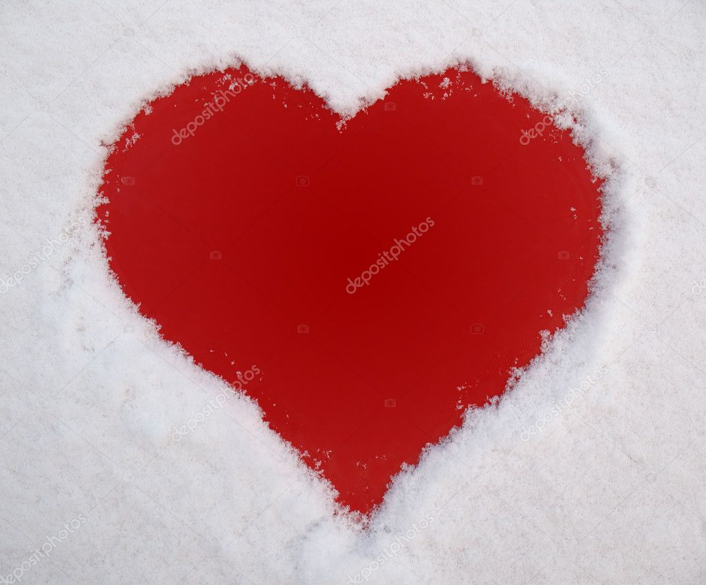 Red heart and white snow — Zdjęcie stockowe #1637888