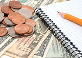 Dinero, lápiz, cuaderno. — Foto de Stock