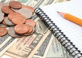 Geld, potlood, notebook. — Stockfoto