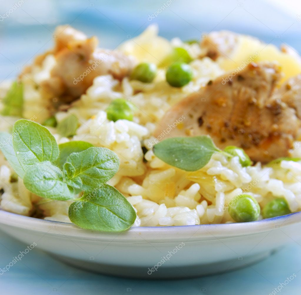 Risotto with chicken and fresh herbs — Stock Photo #1620206