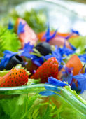 Summer salad with strawberry — Stock Photo