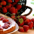 Strawberry summer cake with fresh fruits — Stock Photo