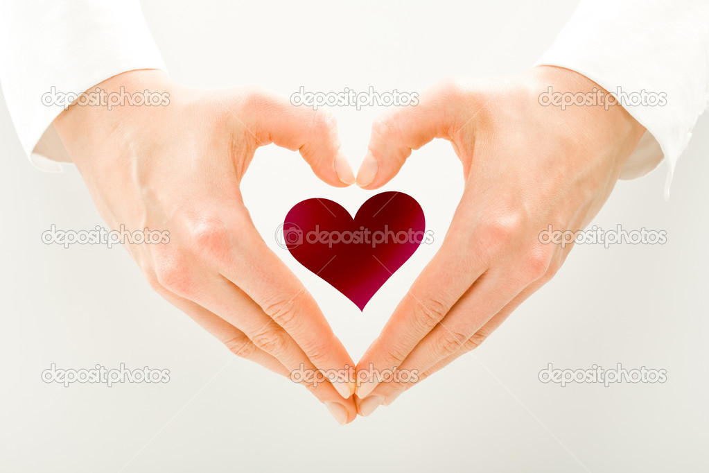 A small red heart in men's hands — Stock Photo #1812340
