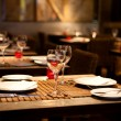 Foto Stock: Fine table setting in gourmet restaurant