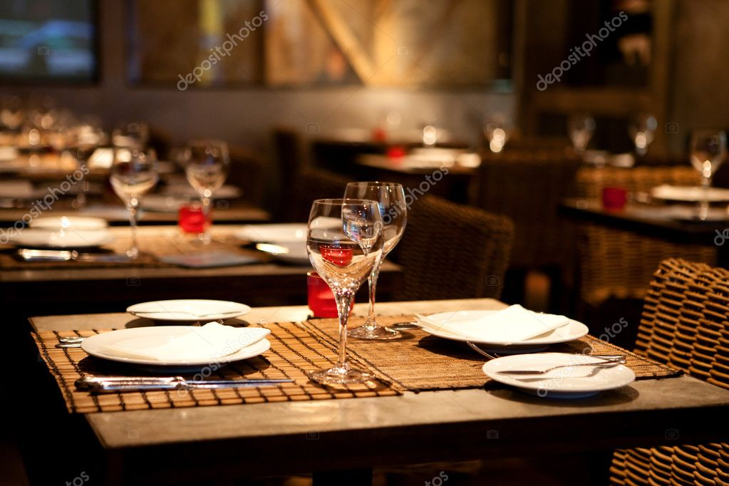 Fine table setting in gourmet restaurant (close-up, shallow dof) — Stock Photo #2099183
